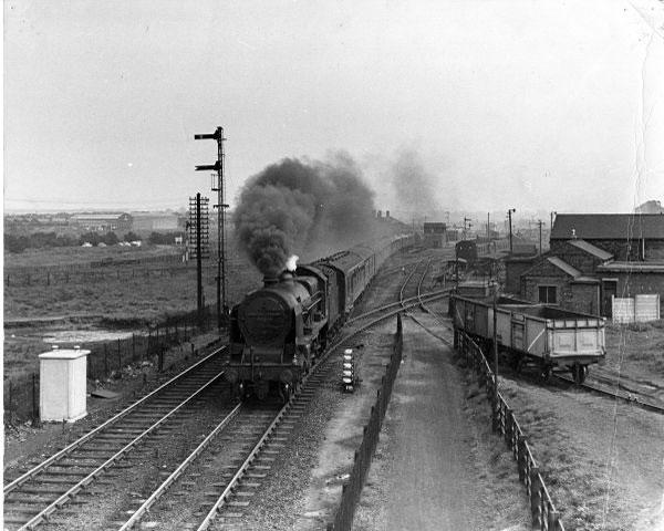 448G7 passes through Bescot Station. 1962